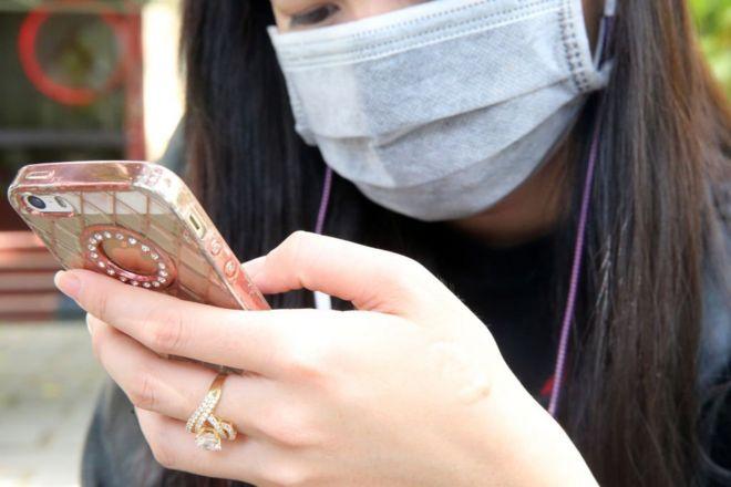 Việt Nam thuộc nhóm các quốc gia có tỉ lệ người dân sử dụng nhiều smartphone và mạng xã hội cao.