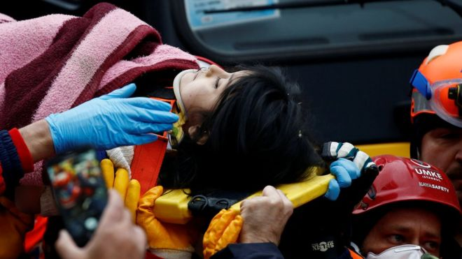 Istanbul Rescuers Pull Girl 5 From Rubble After Building Collapse