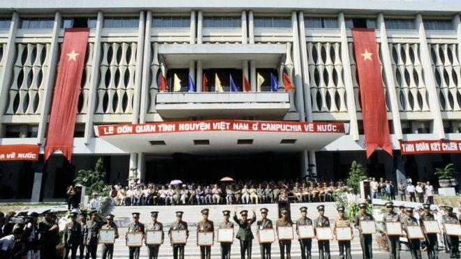 Việt Nam rút quân khỏi Campuchia năm 1989