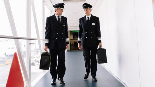 Twin airline pilots retire by landing at Heathrow together