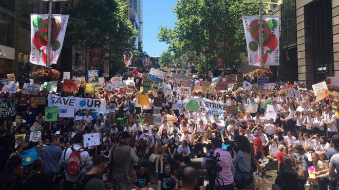 Avustralyada binlerce öğrenci iklim değişikliği eylemi için okulu kırdı 15