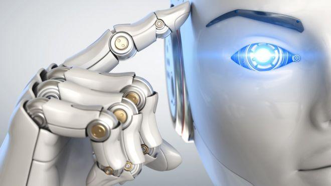 Робот указывает на свою голову