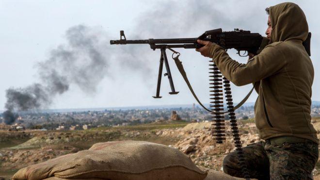 Tay súng của SDF tại vùng Baghuz hôm 13/2