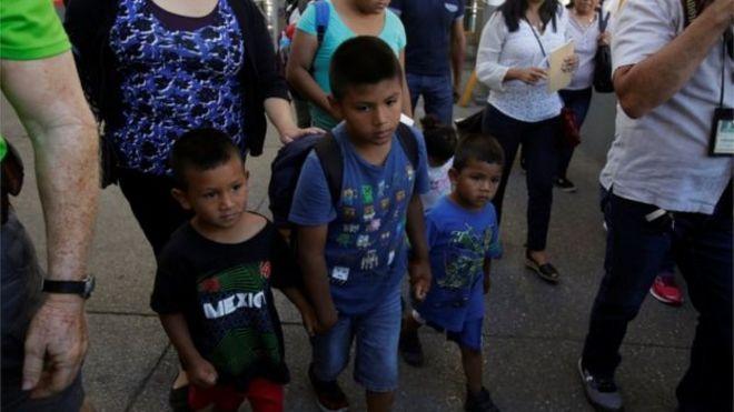 سردرگمی دولت آمریکا درباره عاقبت مهاجران بازداشتی، اتهام آزار کودکان