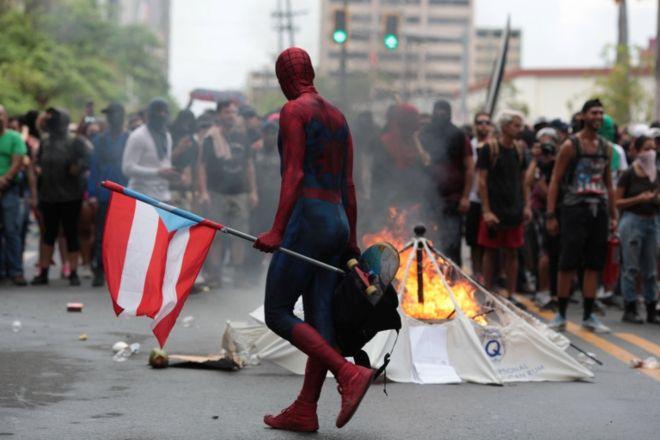 El 1º de Mayo se vivió con protestas contra las medidas de austeridad del gobernador.