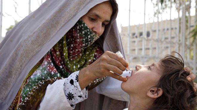 Вакцина против полиомиелита теперь спасает жизни миллионов во всем мире, но часть работы по созданию ее была сомнительной с точки зрения этики