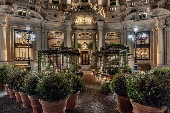 Starbucks Milan exterior