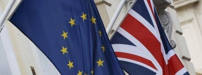 Флаг ЕС и Юнион Джек