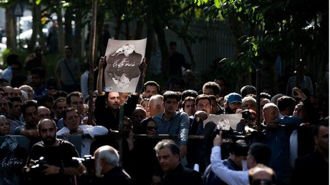 مردم ایران امروز در مراسم تشییع پیکر آقای انتظامی با 'آقای بازیگر' خداحافظی کردند