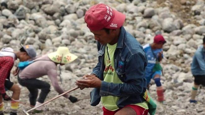 Jade scavenging in Myanmar