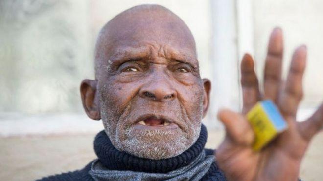 بلوم كان يدخن بانتظام حتى وقت وفاته يوم السبت