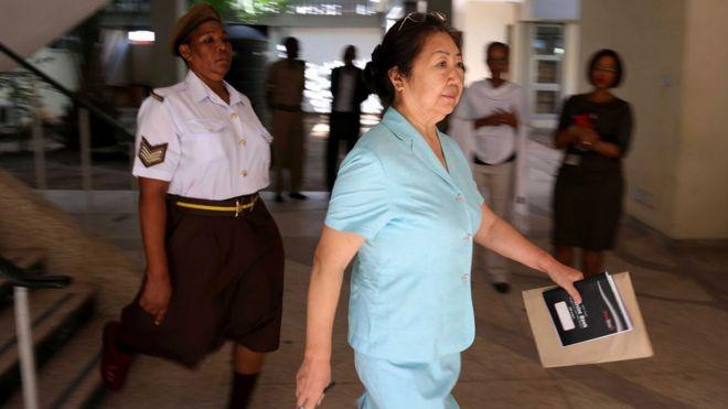 Yang Fenglan leaves court, Dar Es Salaam, 2016
