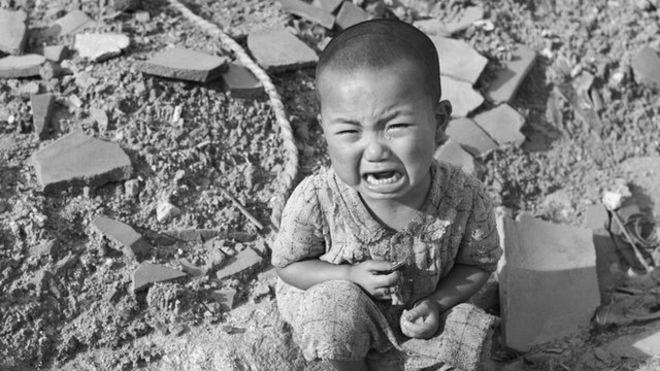 Niño llorando en Hiroshima