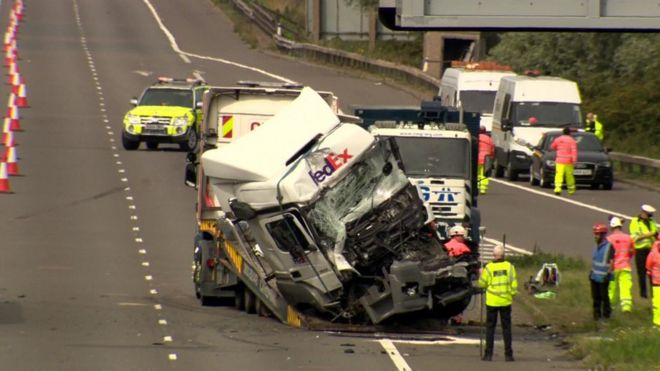 M1 death crash lorry driver David Wagstaff cleared of charge - BBC News