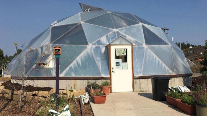 En estos invernaderos, enclavados en medio del pueblo de Pagosa Springs, se desarrolla un proyecto innovador en el campo de la energía.