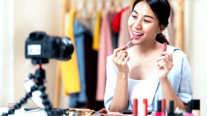 Модные бренды обеспечивают инфлюенсеров образцами своей продукции