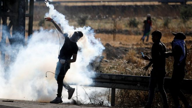 متظاهر فلسطيني.