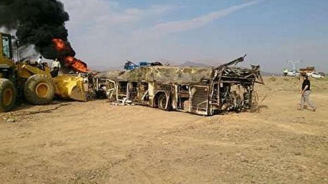 تصادف اتوبوس و تانکر مواد نفتی در ایران بیست و یک کشته برجای گذاشت