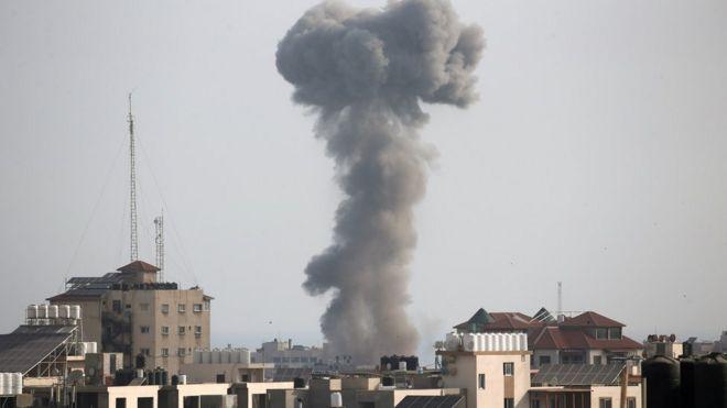 القصف تواصل على غزة طوال الليل.