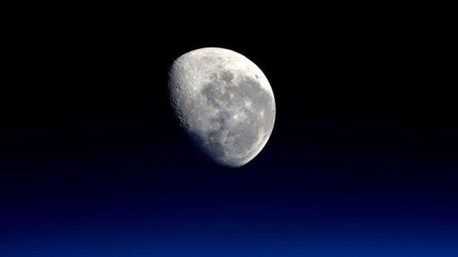 从国际太空站拍摄的月亮照片