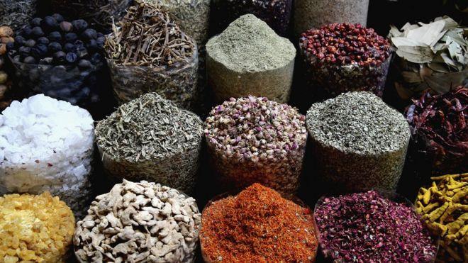 Especias en un mercado de Oriente Medio