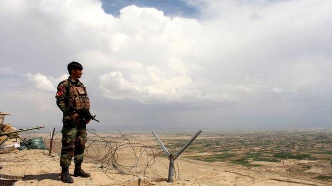 солдат правительственных сил Афганистана