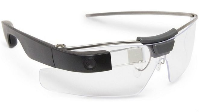 b4c6a3a75946 Google Glass smart eyewear returns - BBC News