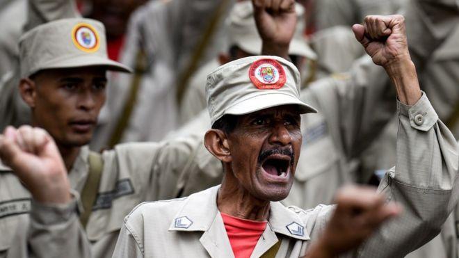 """Qué es y quiénes integran la milicia, el cuerpo de civiles voluntarios dispuestos a """"dar la vida"""" por Venezuela"""