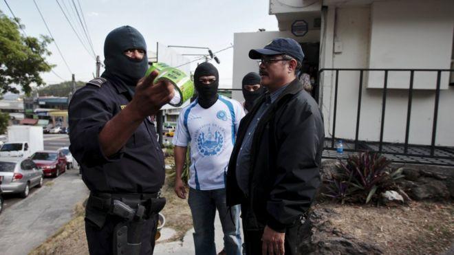 Police Investigators Stand Outside The Mossack Fonseca Offices In San Salvador El Salvador April 8