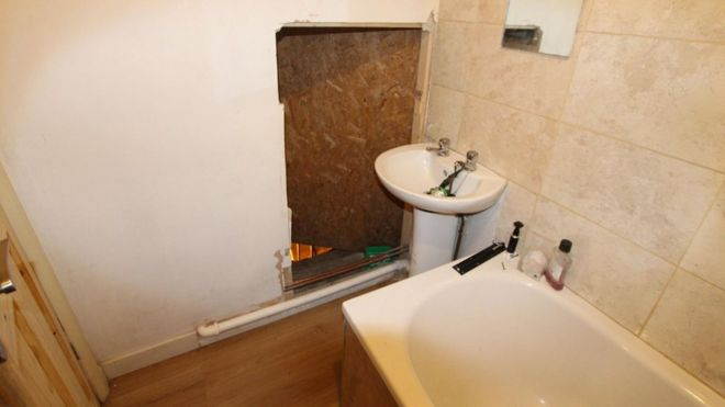 Ordinaire Nottingham Cannabis Farm Found Through Secret Bathroom Door ...