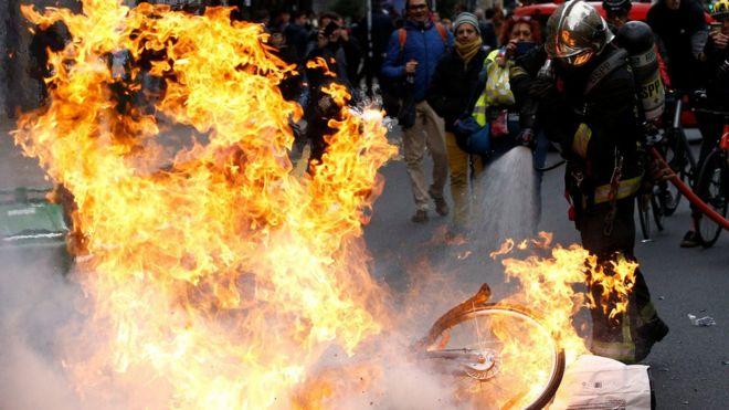 نيران مشتعلة في احتجاجات فرنسا