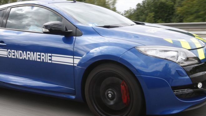 France Car Thieves Lured To Police Station Bbc News