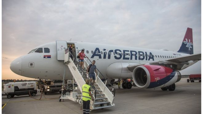 Avion Er Srbije na pisti