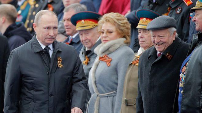 Vladimir Putin katika maonesho 9 Mei 17