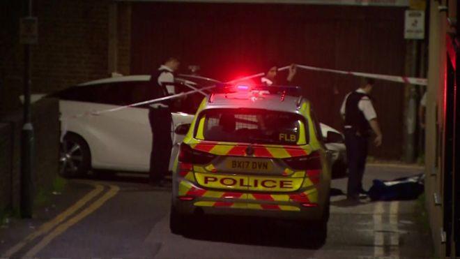 Seven Kings mosque: Gun fired during prayers - BBC News