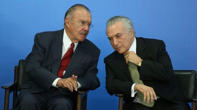 José Sarney e Michel Temer durante cerimônia de posse de ministros em maio de 2016