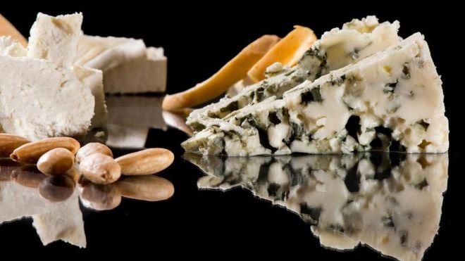 قطع من الجبن