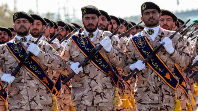 Des membres du Corps des gardes de la révolution iranien (CGRI) lors d'un défilé militaire dans la capitale, Téhéran, le 22 septembre 2018
