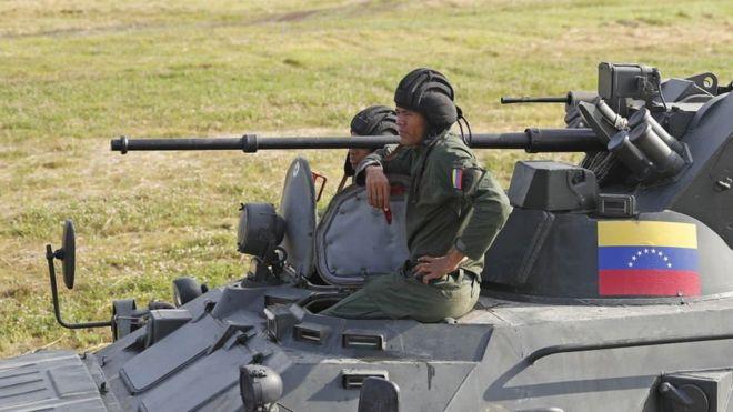Un vehículo militar venezolano