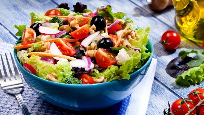 миска с салатом