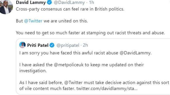 Messages publiés sur Twitter par David Lammy et Priti Patel