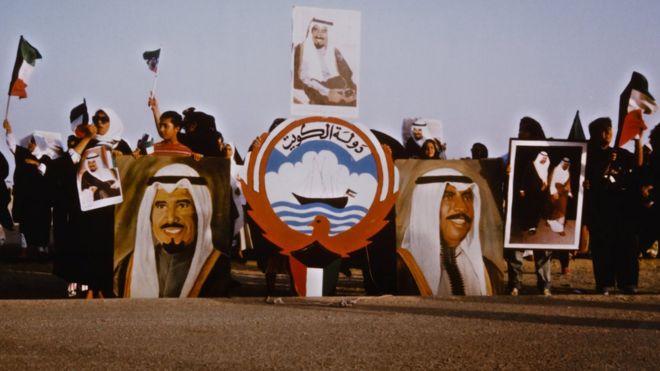 متظاهرون كويتيون ضد اجتياح العراق لبلدهم عام 1992