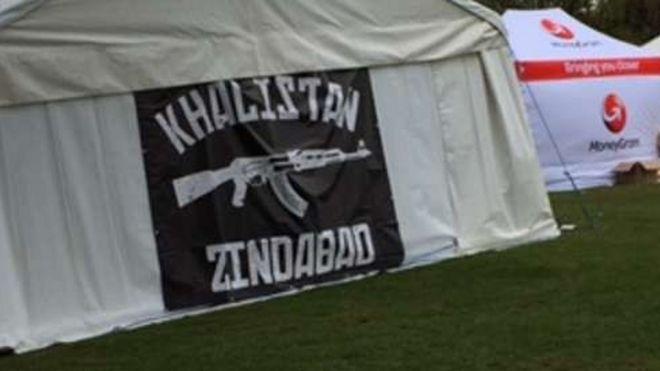 At Event Criticised Bbc Sikh News Gun Banner Birmingham POkn0w
