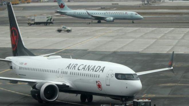 كيف وجدت امرأة نفسها وحيدة في الظلام على متن طائرة كندية؟