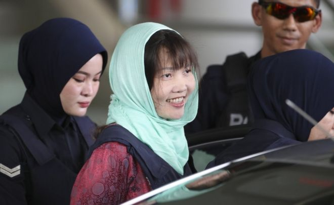 Vietnamese Doan Thi Huong smiles as she is escorted by Malaysian police at the Shah Alam High Court on 1 April, 2019