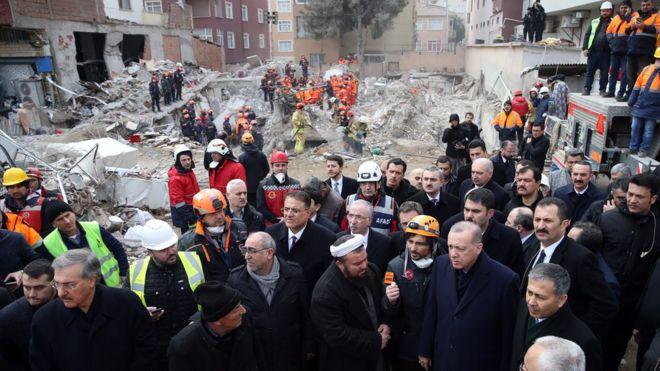 Эрдоган на месте обрушения