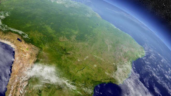 Imagem da América do Sul, com destaque para o Brasil, vista de satélite