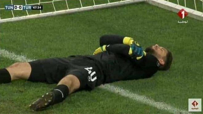 Tunisia goalkeeper 'fakes injury' to break Ramadan fast