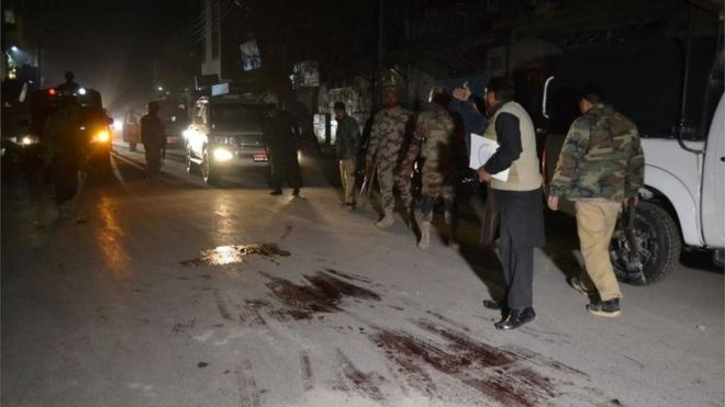 Pakistani policemen inspect the scene of a shooting in Quetta on November 19, 2016