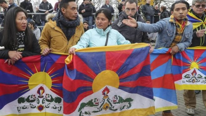 Spectators hold Tibetan flags during a match in Mainz, Germany. Photo: 18 November 2017